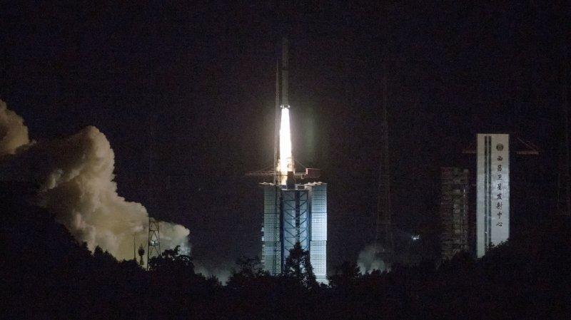 Le satellite a été lancé à 05h28 (23h28 dimanche en Suisse) par une fusée Longue Marche-4C de la base de Xichang, dans le sud-ouest du pays.