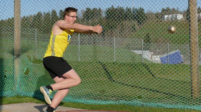 Raphaël Hostettler (Olympic) s'est imposé au poids en M18 avec 14m43.
