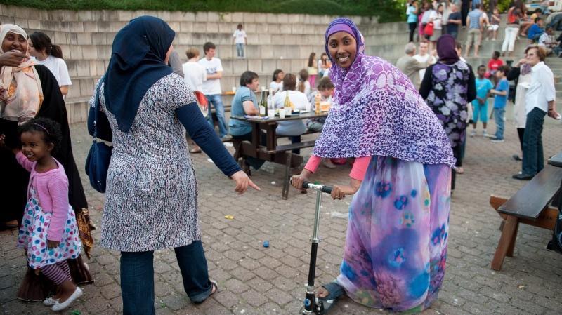 La Fête des voisins organisée dans le quartier de Pierre-à-Bot fera coup double ce soir: elle intégrera le repas de rupture du ramadan.