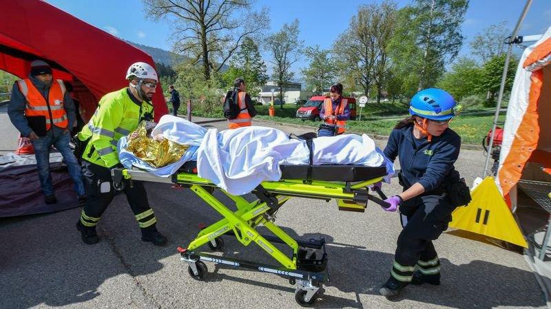 Des étudiants ambulanciers ont affronté une fausse catastrophe chimique à Couvet