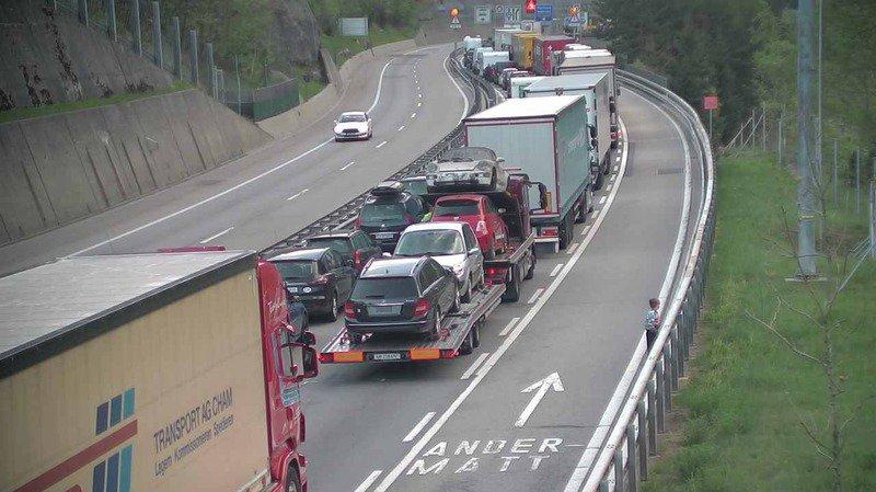 Accident: tunnel routier du Gothard fermé à la circulation, six blessés
