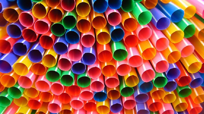 Environnement: Londres va interdire les pailles en plastique pour combattre la pollution