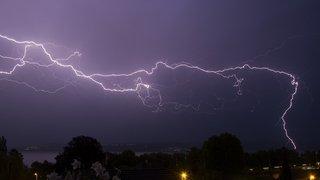L'orage du samedi 12 mai immortalisé par les Neuchâtelois