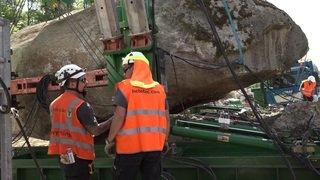 Bern: un bloc erratique de près de 400 tonnes déplacé pour continuer les travaux sur l'A6