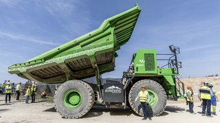 """Première mondiale: """"Lynx"""", le plus gros véhicule électrique au monde, a été présenté à Péry (BE)"""
