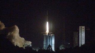 Espace: la Chine envoie un satellite explorer la face cachée de la Lune