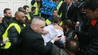 Air France: 4 mois de sursis pour une chemise arrachée