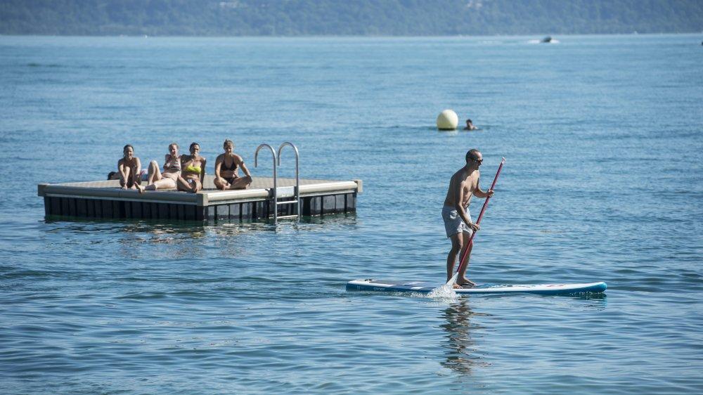 La pratique du stand-up paddle est interdite aux endroits signalés par les bouées jaunes...