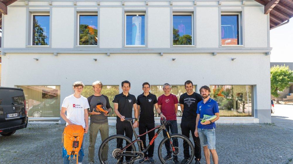 Une partie de l'équipe qui s'installe rue des Crêtets 99 à La Chaux-de-Fonds. Un physio rejoindra bientôt les deux enseignes. Photo: Lucas Vuitel
