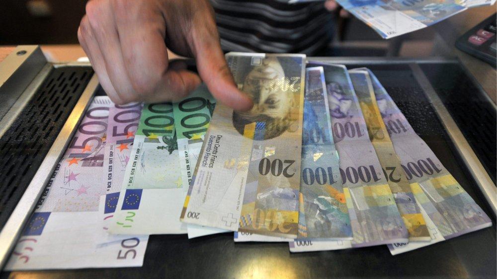 Subissant les conséquences de la crise politique en Italie, le franc suisse s'est brusquement apprécié face à l'euro.