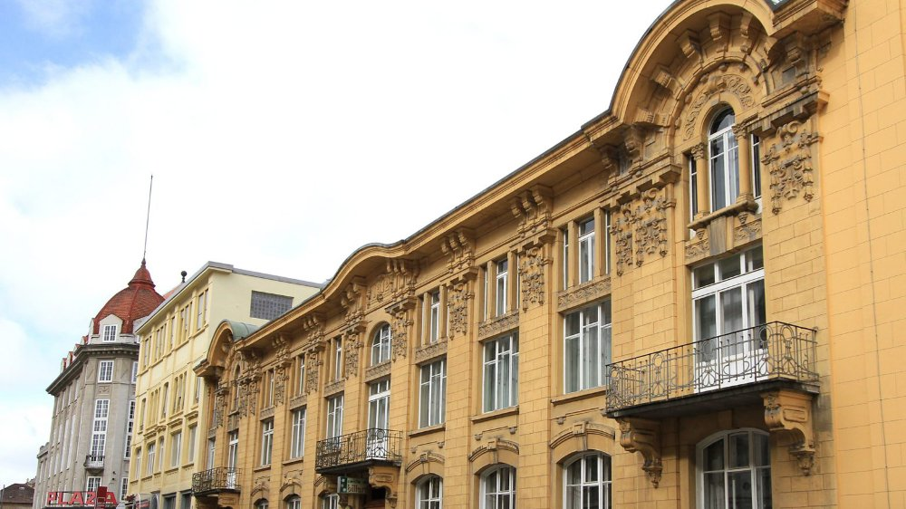 La façade du Club 44 est un bon exemple de l'architecture  du début du 20e siècle.