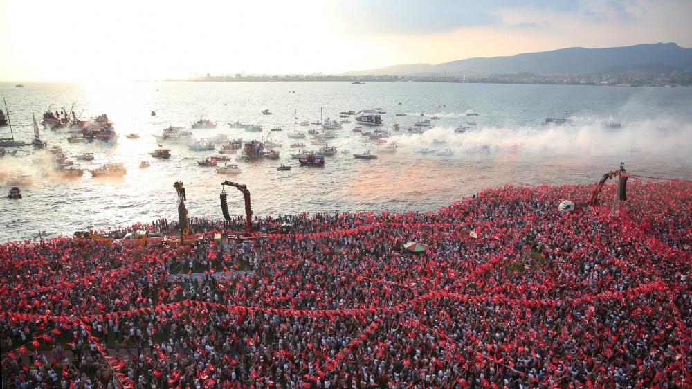 Des milliers de partisans de Muharrem Ince, candidat à la présidentielle du principal parti d'opposition  à Erdogan, ont assisté à un rassemblement à Izmir, jeudi.