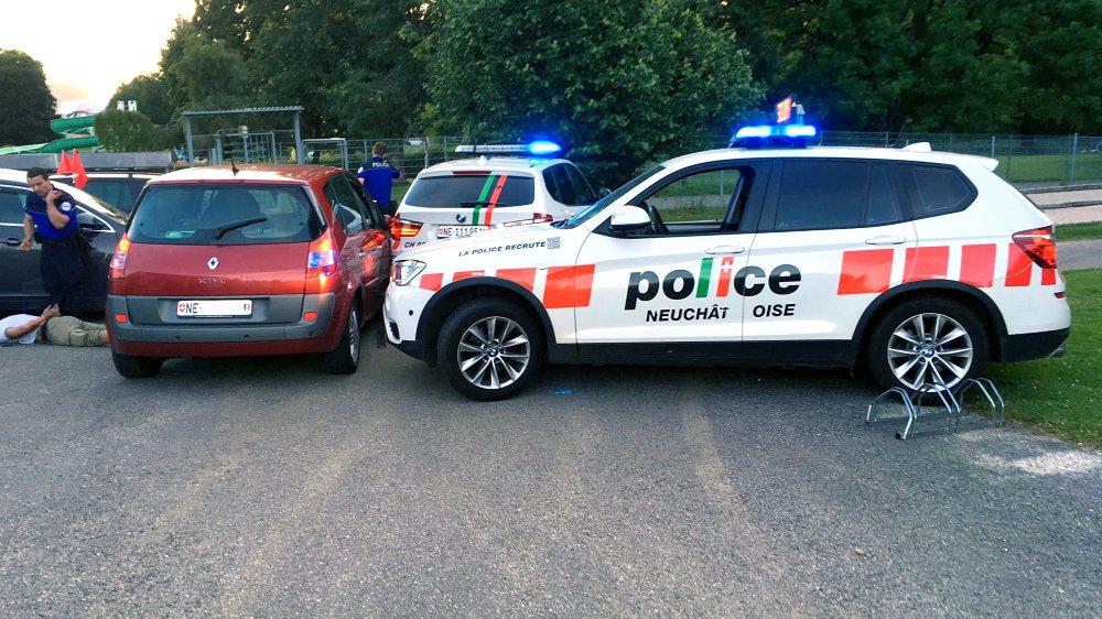 Il a fallu trois patrouilles de police pour intercepter le chauffard et une vingtaine d'agents pour la suite de l'enquête.