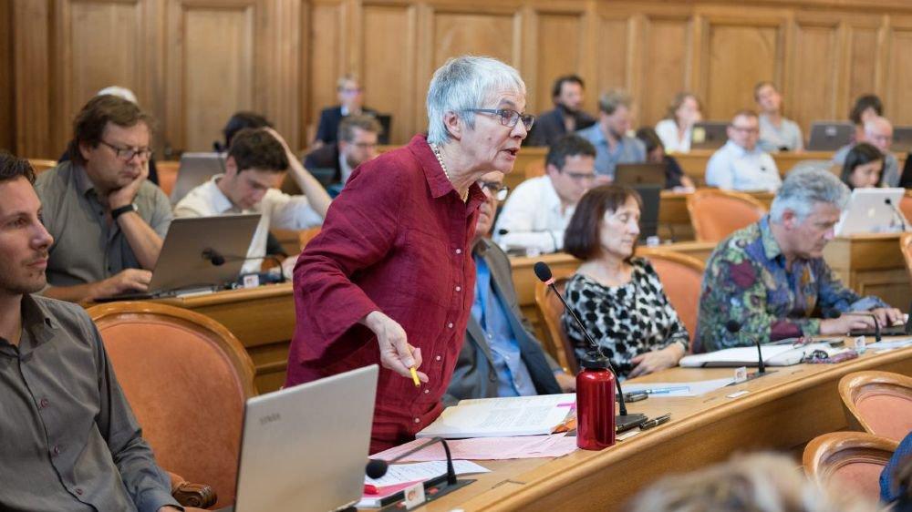 """En matière d'investissements, """"le gouvernement n'est pas loin du carton rouge"""", selon la députée Johanne Lebel Calame."""
