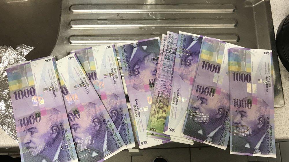 Les liasses de billets de 1000 francs trouvés par le Coin bleu ce matin