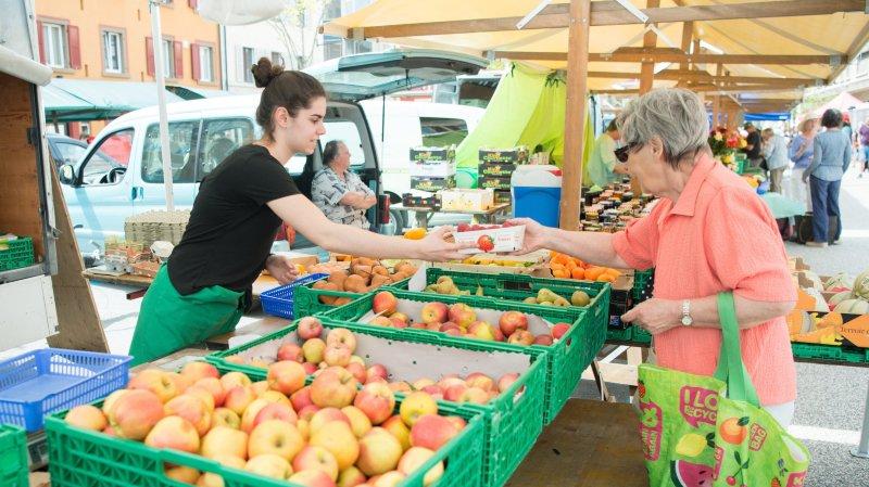 Le marché de La Chaux-de-Fonds restera sur la place du Marché