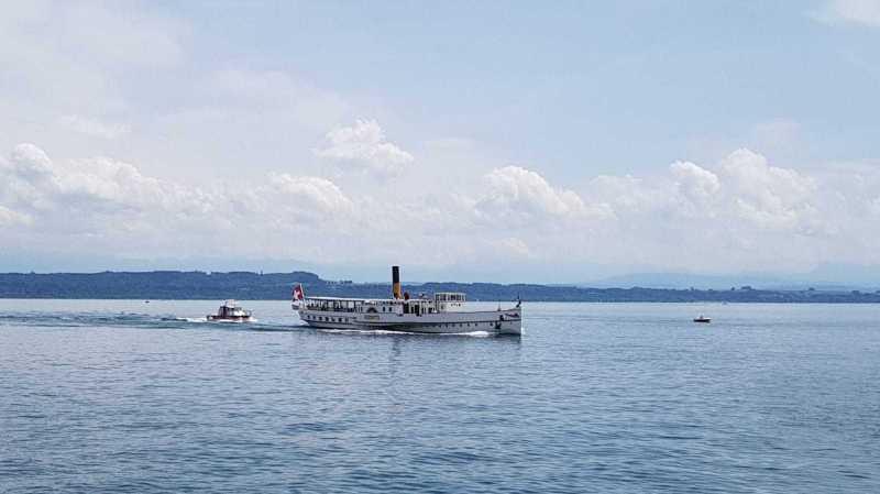 Par mesure de précaution, le bateau à vapeur a été escorté par les pompiers jusqu'au port de Neuchâtel.