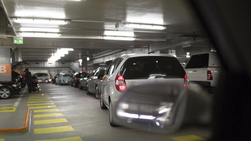 La voiture peut être ouvert avec un smartphone, mais il n'y avait pas de réseau dans ce parking sous-terrain (illustration).