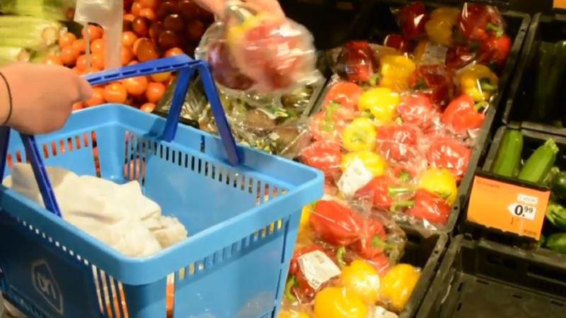 Genève: une Plastic Attack pour lutter contre le suremballage dans les supermarchés