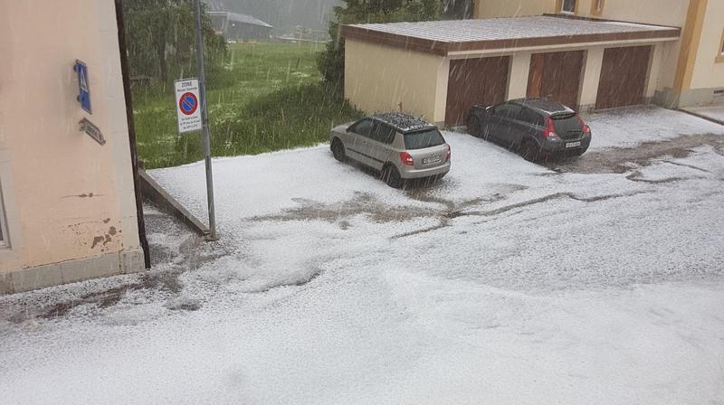 Violent orage de grêle à La Côte-aux-Fées