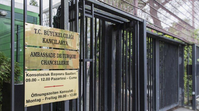 La procédure contre ces attachés diplomatiques court depuis mars 2017.