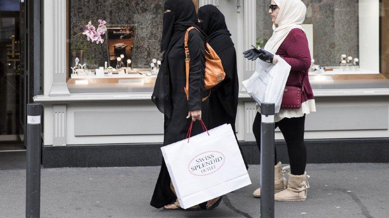 Contraindre une femme à porter un voile intégral sera passible jusqu'à 3 ans de prison.