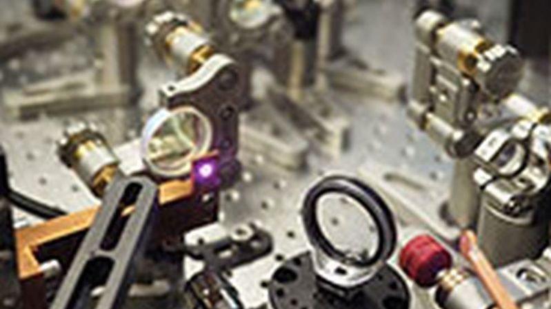 Deux fois plus puissant que les dispositifs analogues existants, le laser ultra-rapide a été réalisé par Clément Paradis dans le cadre de sa thèse de doctorat.