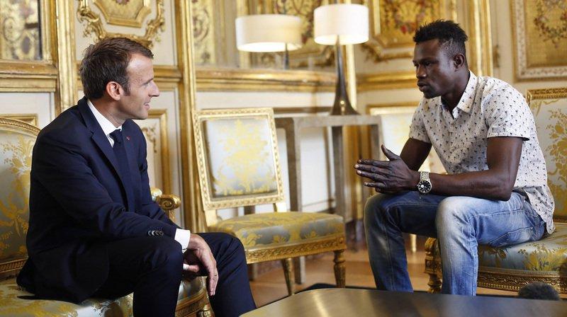 """""""Vous êtes devenu un exemple car des millions de gens vous ont vu, c'est donc normal que la nation soit reconnaissante"""", a déclaré le président Macron au jeune homme."""