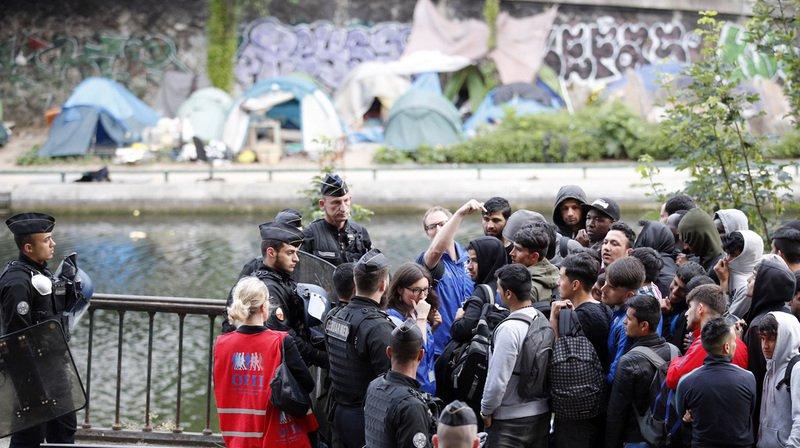Un millier de migrants évacués de campements àParis