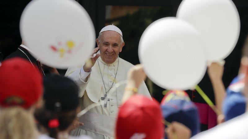 """Le pape François est attendu pendant dix heures jeudi dans la cité de Calvin et dans le canton de Vaud. Une visite """"historique"""" sous haute sécurité en Suisse."""