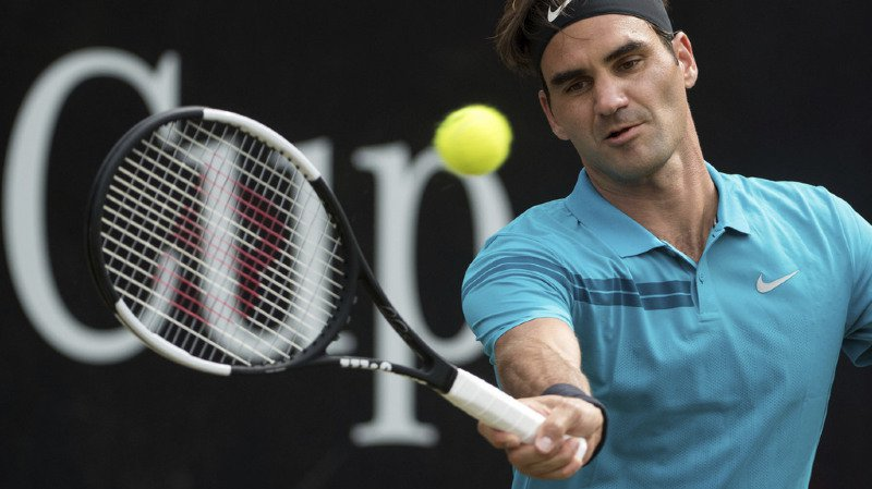 Tennis: Federer retrouve la place de numéro 1 mondial en accédant à la finale du tournoi de Stuttgart