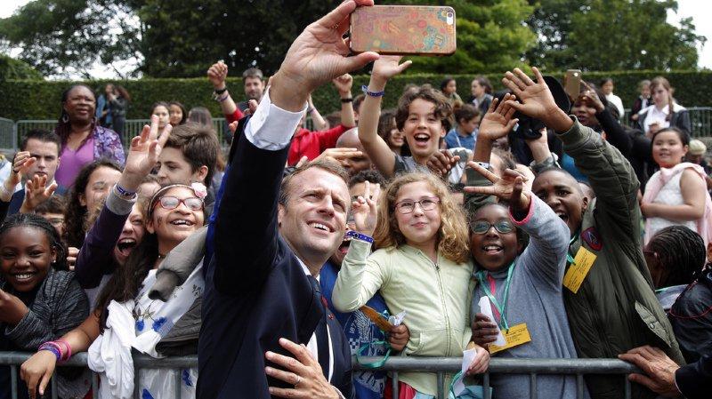 Macron s'est offert un bain de foule et une leçon d'éducation lors des commémorations de l'appel du 18 juin du Général de Gaulle.