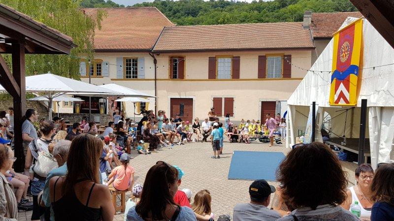 Démonstrations (ici le cirque Larbi) jeux et bonne humeur ont  animé le centre du village.