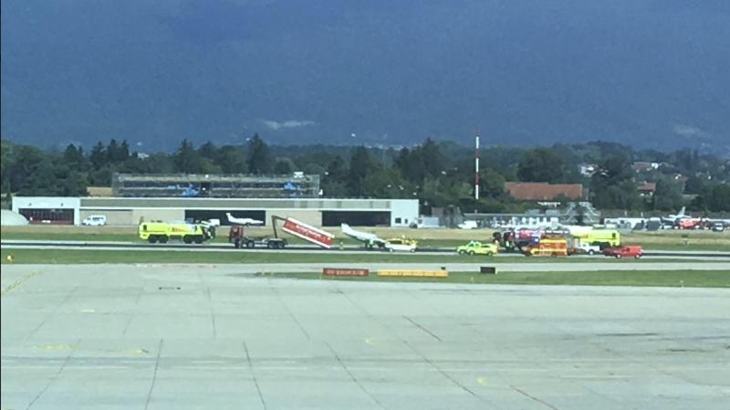 Genève-Aéroport: un avion privé atterrit sur le nez et provoque des retards