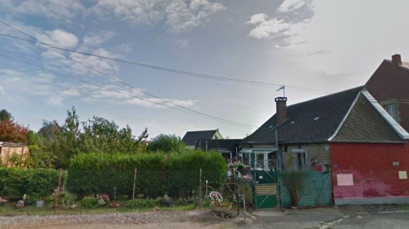"""L'enfant a été retrouvé non loin de l'endroit où il habitait à Hérie-la-Viéville. Il était dissimulé """"sous des orties et une palette de bois, dans un endroit assez peu accessible""""."""