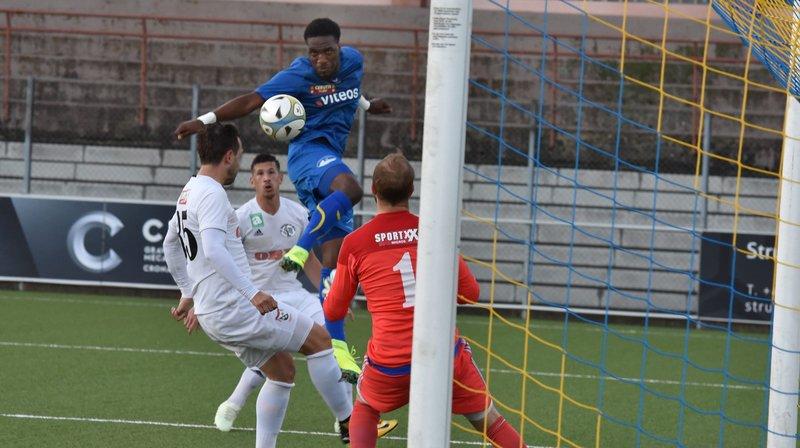 Mylord Kasai (en bleu) menace le gardien de Breitenrain, mais le FCC n'a pas passé l'épaule en Coupe de Suisse.