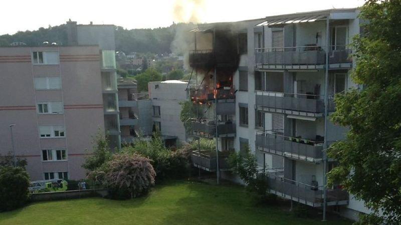 Le feu a pris sur un balcon et causé des dégâts pour plusieurs dizaines de milliers de francs.