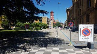Le Knie à Neuchâtel: on ne peut plus se parquer le long de la rue des Beaux-Arts