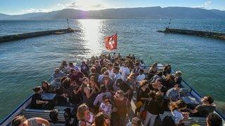 Les «boats» accueilleront les fêtards cet été sur le lac de Neuchâtel