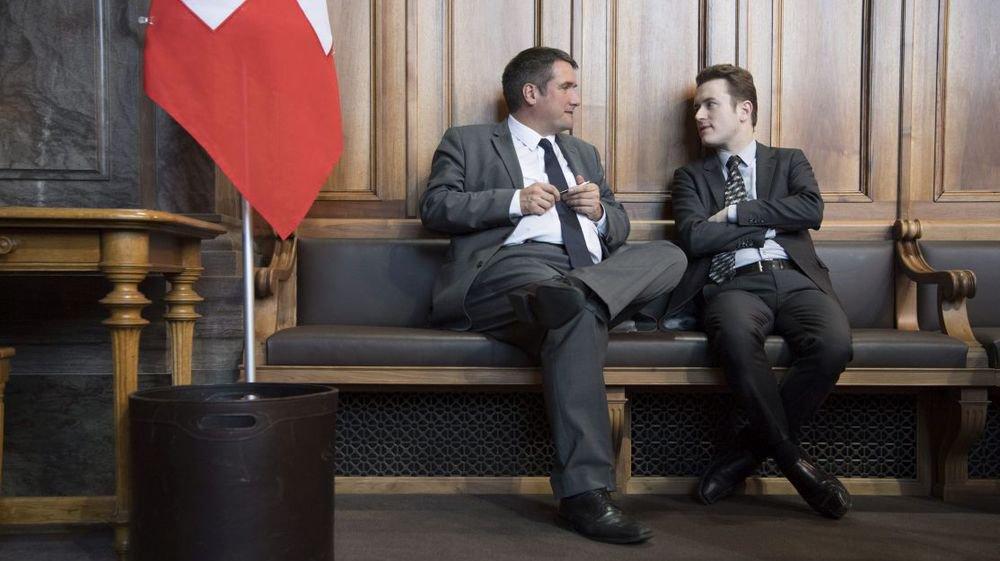 Raphaël Comte, à droite, avec son collègue sénateur Christian Levrat, socialiste fribourgeois.