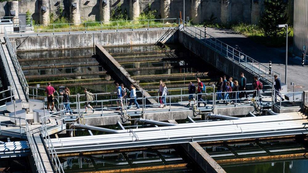 Les derniers bassins de décantation de la step chaux-de-fonnière, visitée par plein d'élèves en fin d'année scolaire.