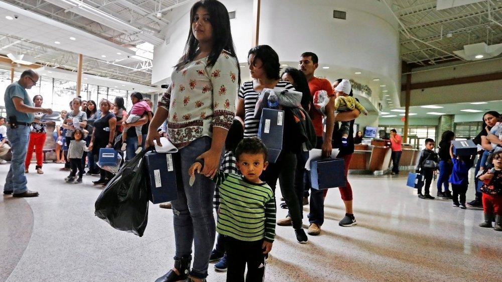 Selon la décision du tribunal,  parents et enfants doivent être  réunis sous 14 jours.