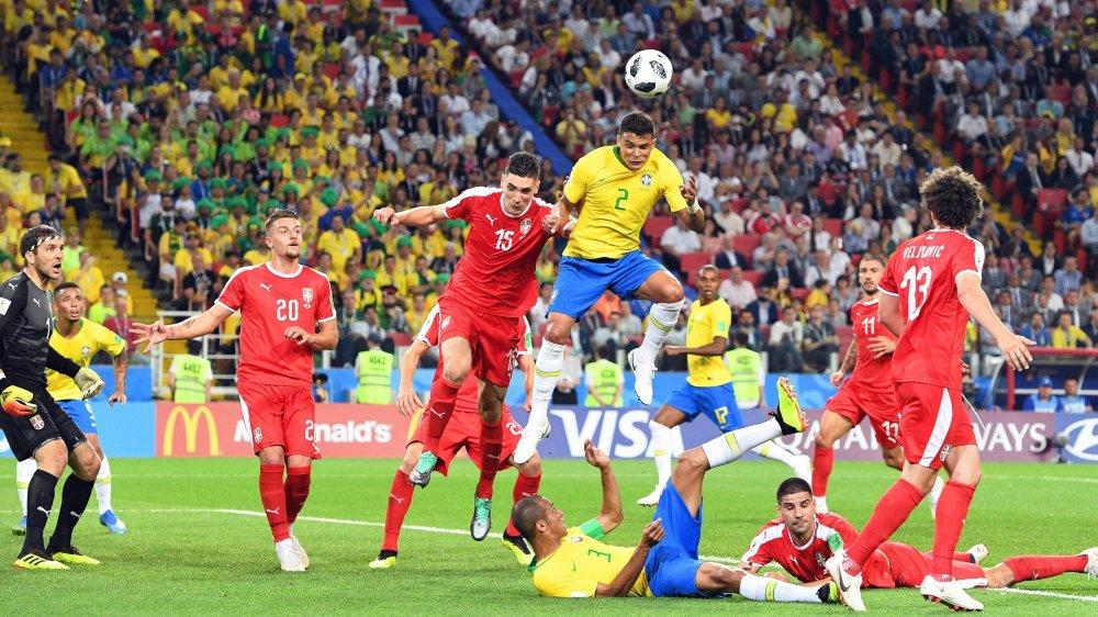 Thiago Silva marque le deuxième but brésilien qui assure la première place à son pays.