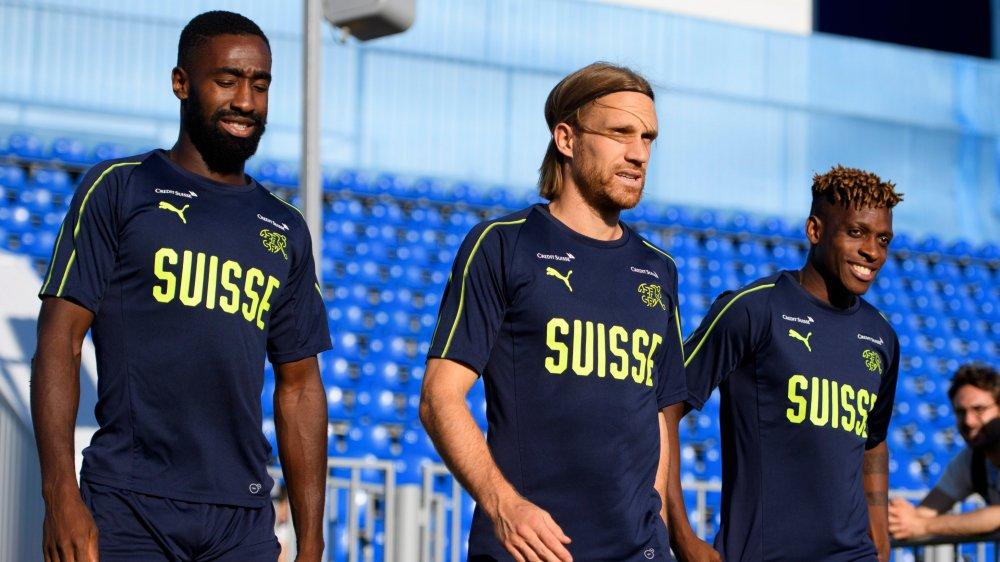 Le tour de Johan Djourou (à gauche) et de Michael Lang devrait venir mardi contre la Suède.