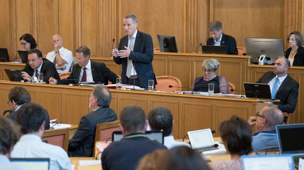 Le ministre socialiste Laurent Kurth n'a pas réussi à convaincre la gauche en matière de fiscalité et de frein à l'endettement.