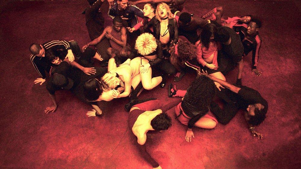 Emmenés par Sofia Boutella, les adeptes de krump et de voguing livrent une performance physique et cinématographique hors norme!