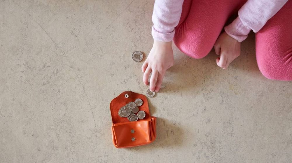 Faire face aux dépenses lorsque les revenus sont ratatinés nécessite de compter le moindre sou, surtout en plein processus de désendettement.