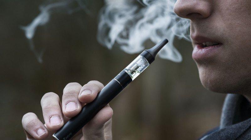 Cigarette électronique: une interdiction de vente aux mineurs au bon vouloir des vendeurs