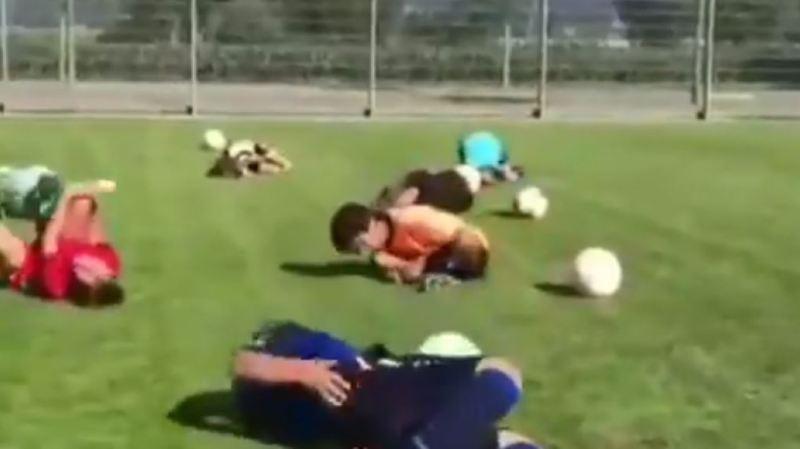 Football: des jeunes Suisses font le buzz en se roulant par terre comme Neymar