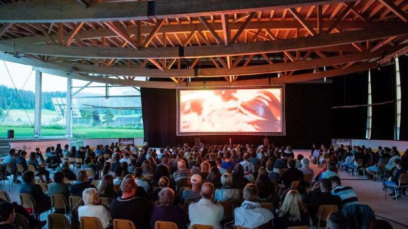 Quelque 600 spectateurs pour le premier cinéma open-air du Locle